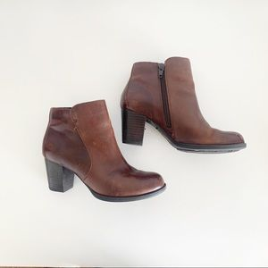 Born Leather Side Zip Booties Size 6